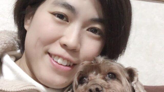 保護犬と笑う看護師