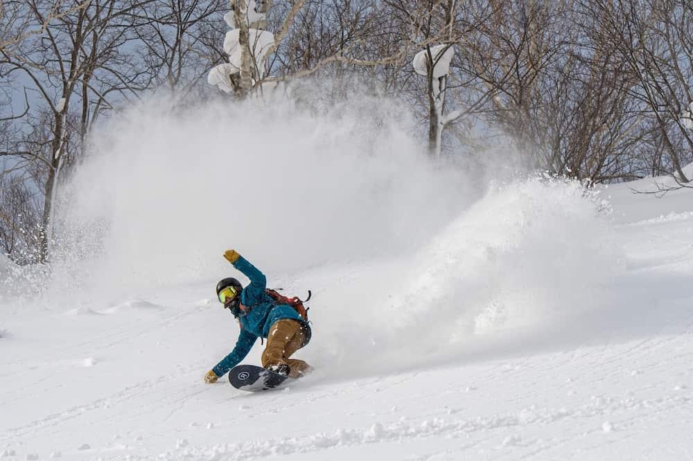 スノーボードをする看護師松井英子