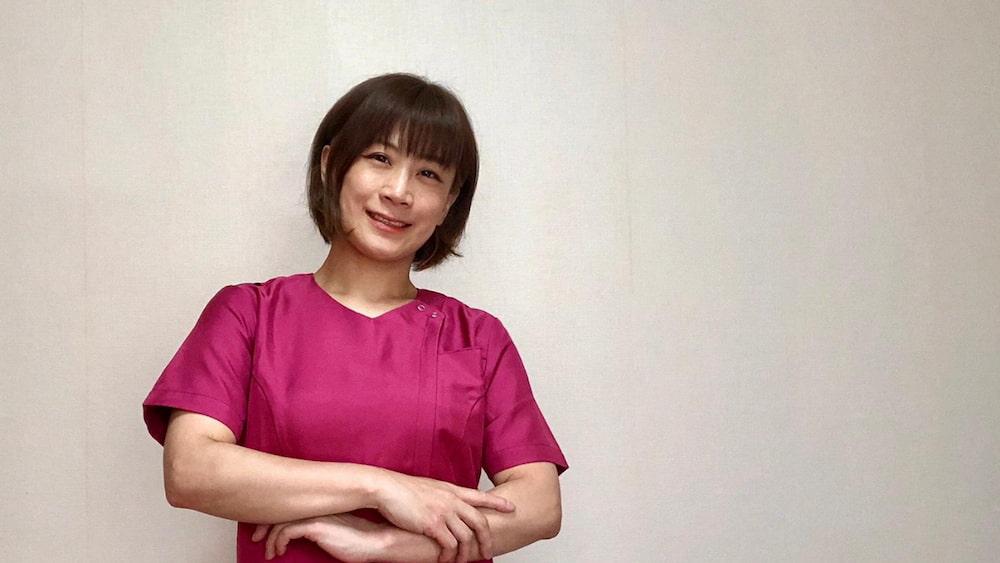 スクラブを着た看護師でプロスノーボーダーの松井英子